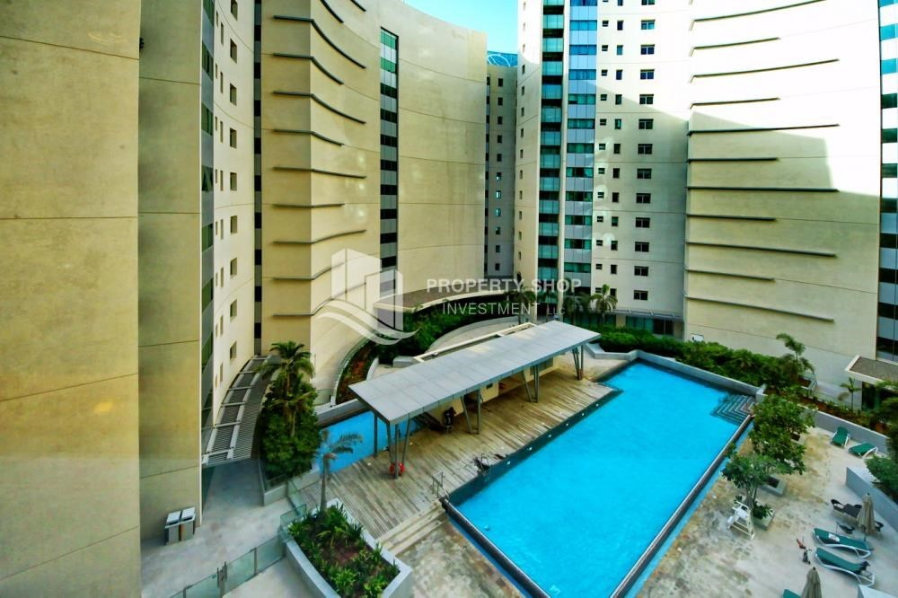 Community - High floor huge unit plus balcony with sea view!