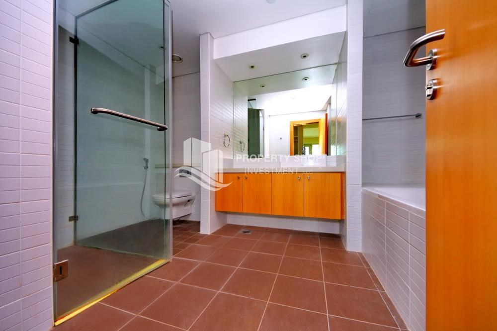 Master Bathroom - High floor huge unit plus balcony with sea view!