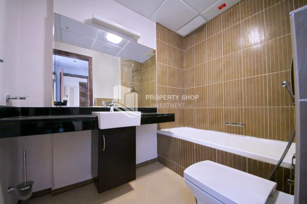 Bathroom - Sea view unit with full facilities.