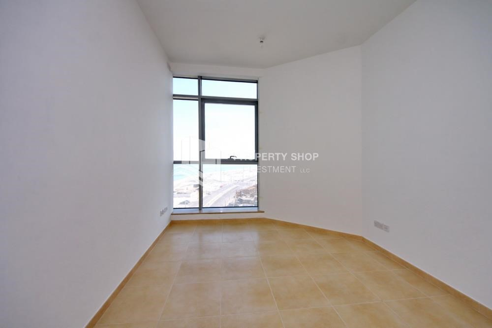 Bedroom - Sea view unit with full facilities.