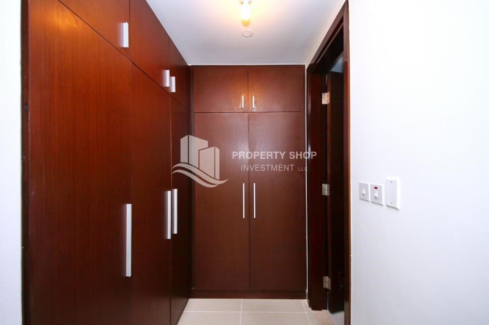 Built in Wardrobe - Al Maha Tower Apartment For RENT