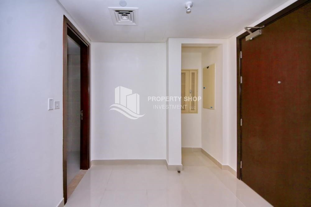 Foyer - Mid-floor 2BR Apt with Full facilities.