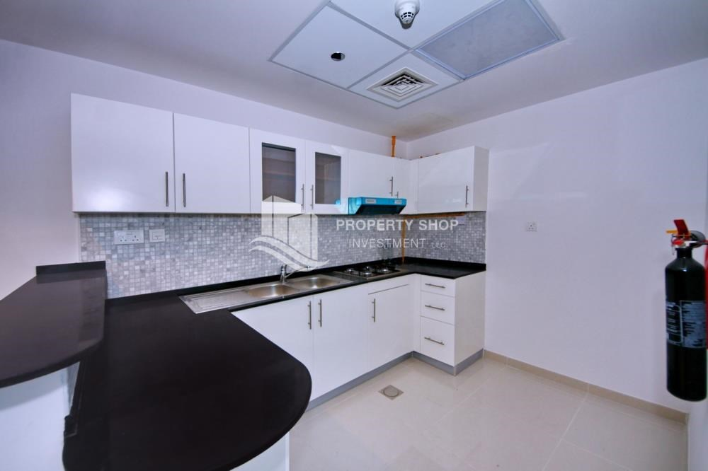 Kitchen - Furnished Apt in Mid Floor w/ Marina View