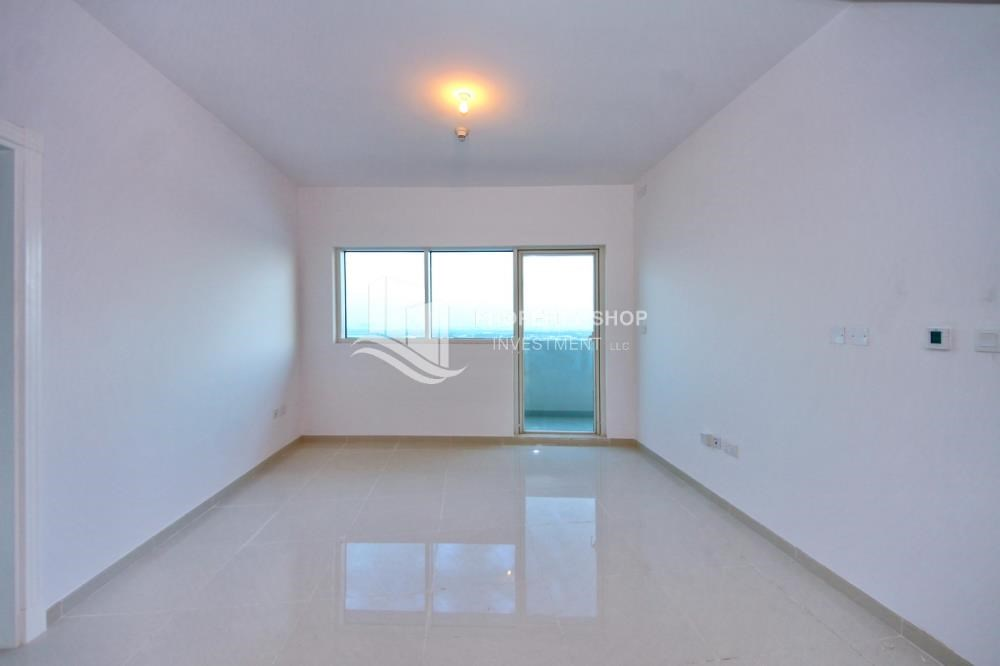 Living Room - Furnished Apt in Mid Floor w/ Marina View