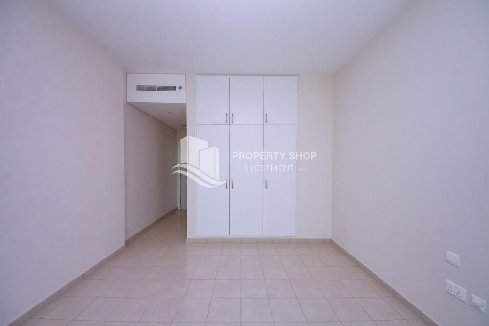 Built in Wardrobe - Spacious Apt with amazing view