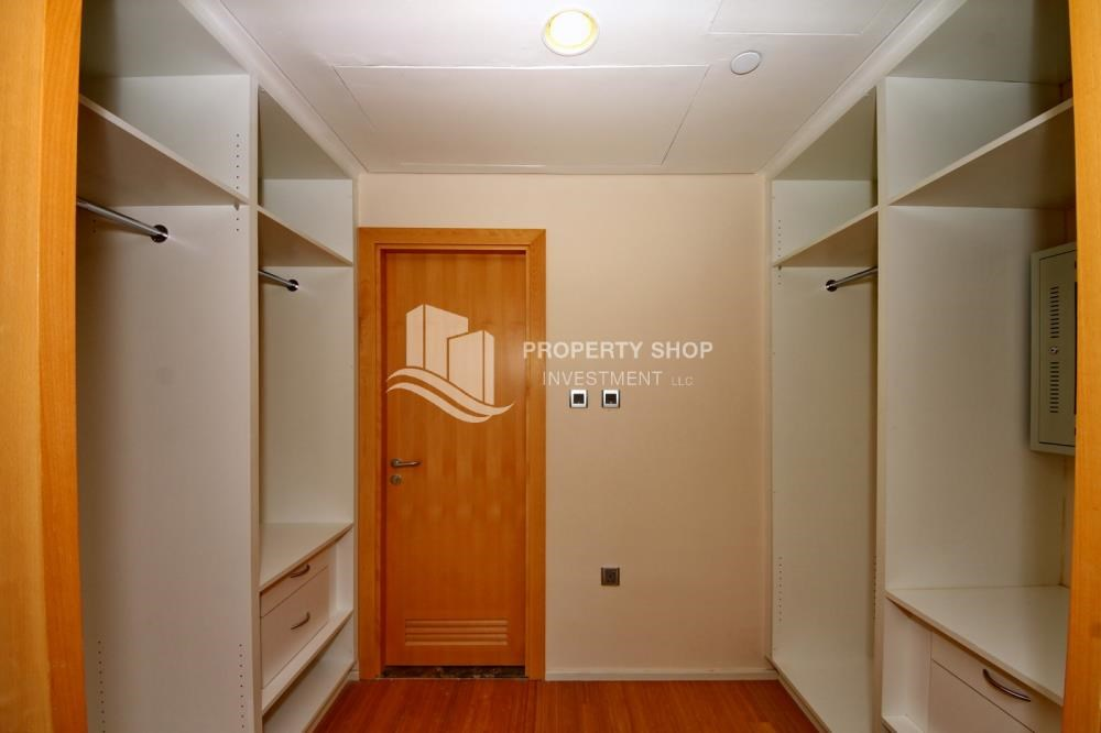 WalkIn Closet - Sea view Apt with high end amenities