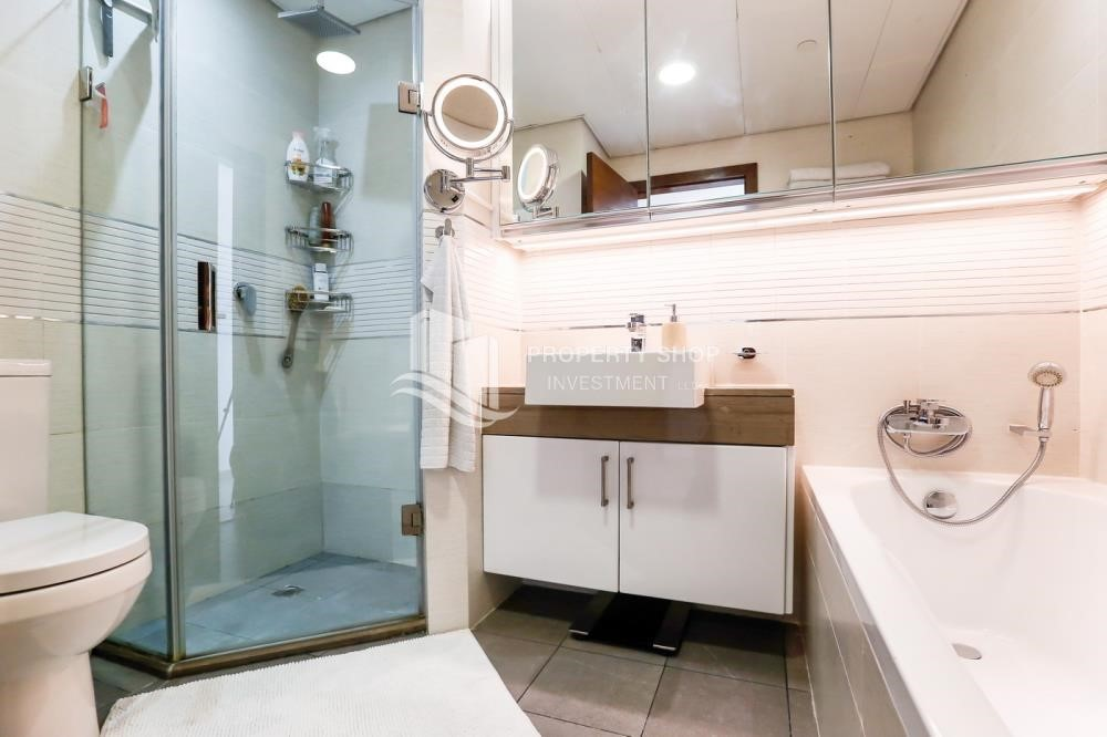 Bathroom - High Floor Vacant 3+M BR Apt for rent