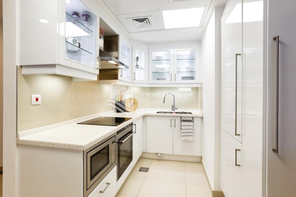 Kitchen - High Floor Vacant 3+M BR Apt for rent