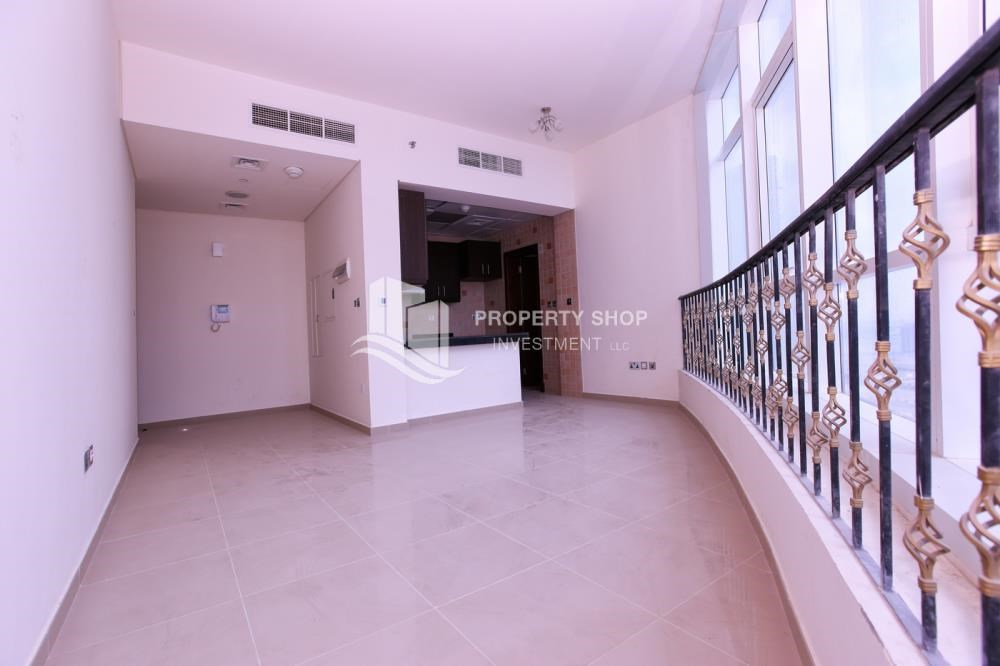 Dining Room - Studio apartment in high floor available for sale now.