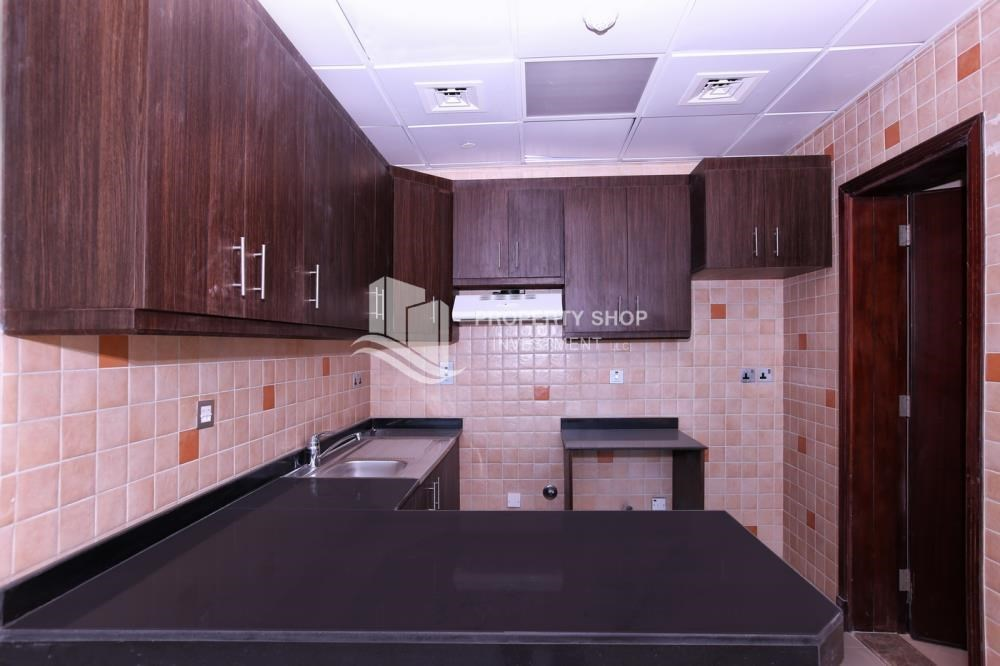 Kitchen - Studio apartment in high floor available for sale now.