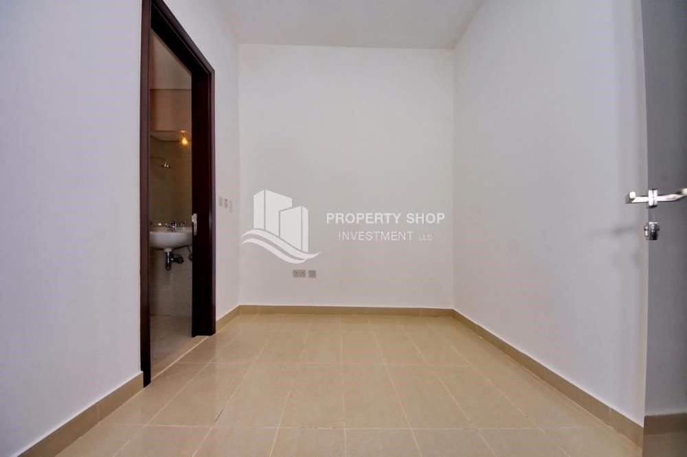 Maid Room - Brand new tower in Al Reem Island ready to move in! Spacious bedrooms!