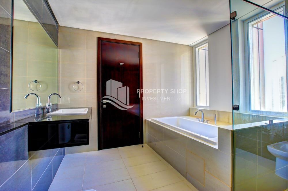 Master Bathroom - Spacious 3 plus 1BR Apt in Mag 5 Residence.