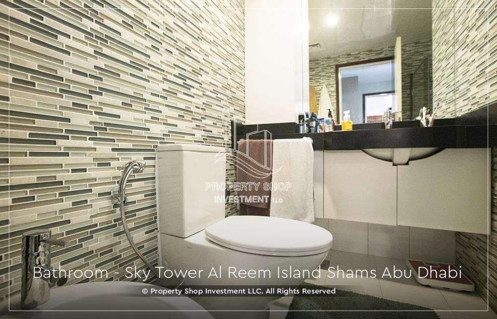 Bathroom - Own a high floor fully-furnished 2BR+M Apt with sea view plus skypod