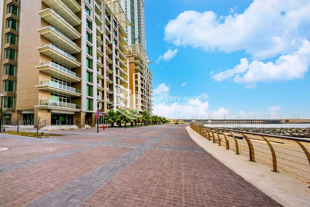 Community - High Floor 3+M BR Apt with huge layout.