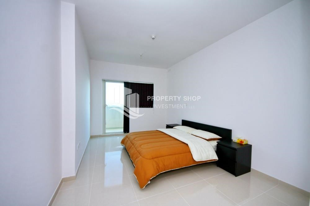 Bedroom - Spacious 1BR with balcony and sea view.
