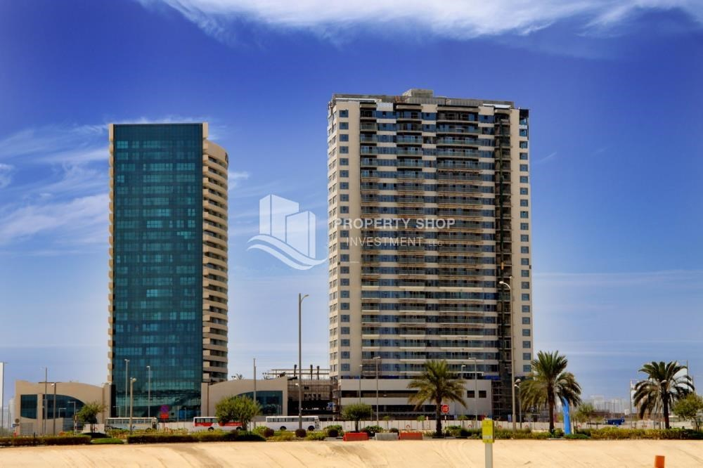 Property - Spacious 1BR with balcony and sea view.