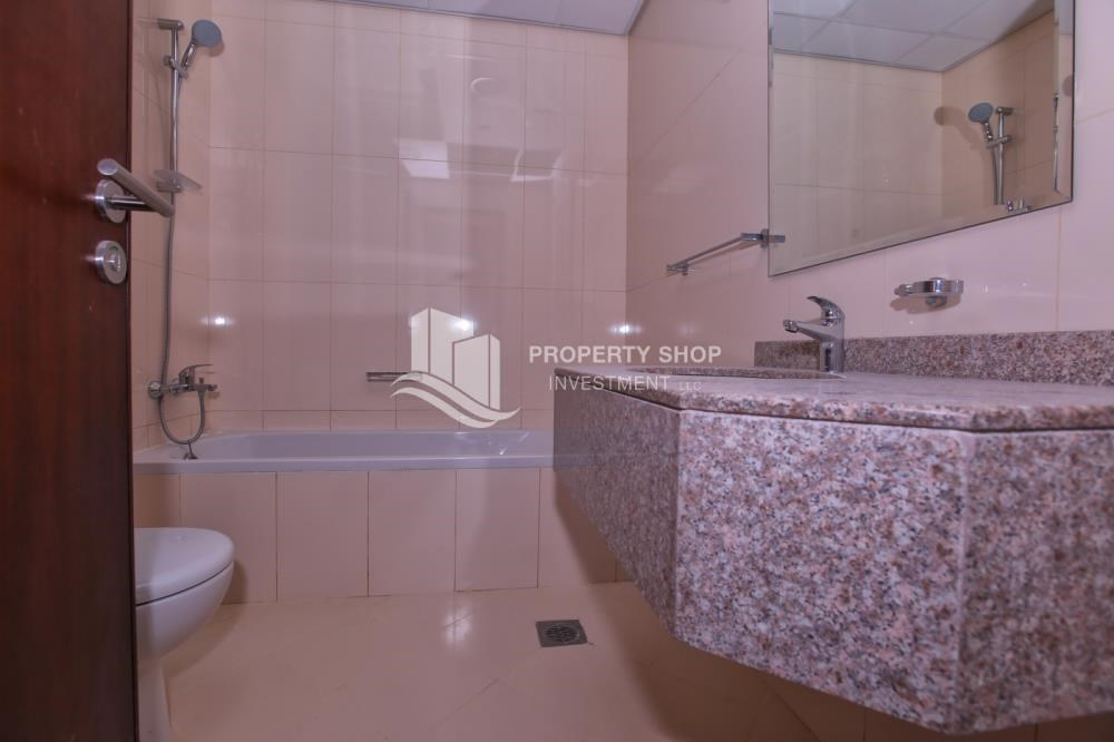 Bathroom - Studio apartment for rent in Hydra Avenue Tower