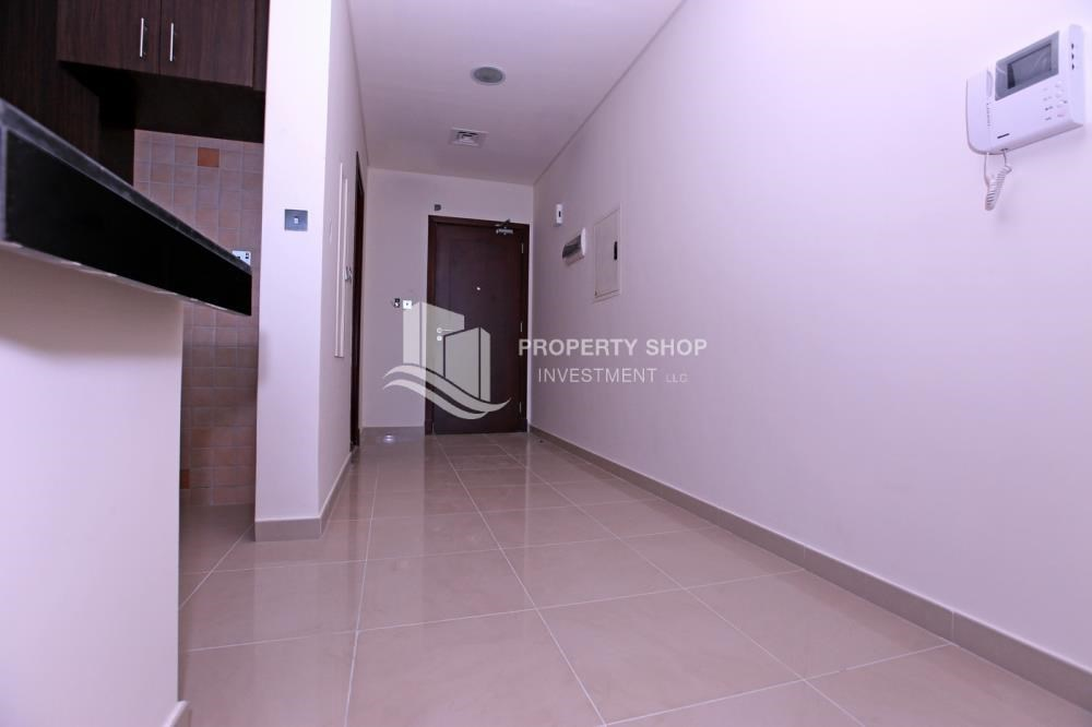Corridor - Studio apartment for rent in Hydra Avenue Tower