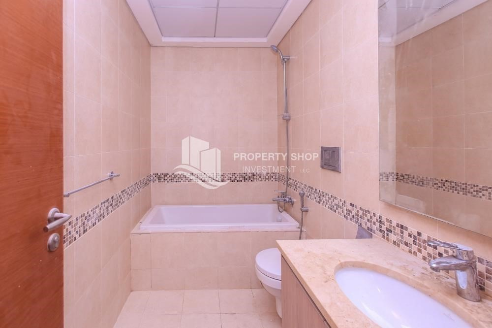 Bathroom - Spacious 2 bedroom + maids with full golf and sea view
