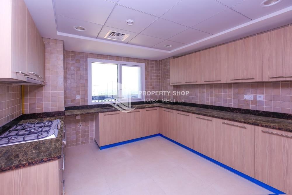 Kitchen - Spacious 2 bedroom + maids with full golf and sea view
