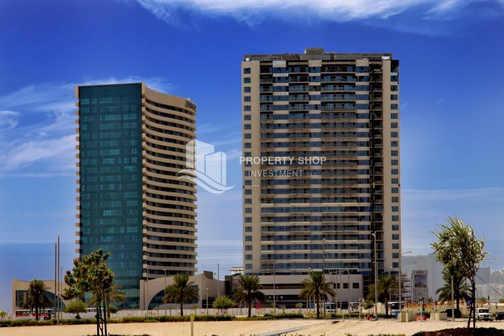 Community - High Floor Apt with Marina view.