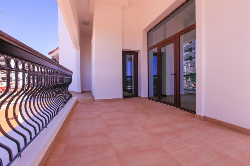 Balcony - Experience magnificent golf views in this exquisite 3BR property in Ansam.