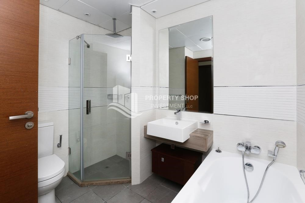 Bathroom - High quality interiors, High Floor, 3BHK+M apartment with Sea view, ZERO COMMISSION