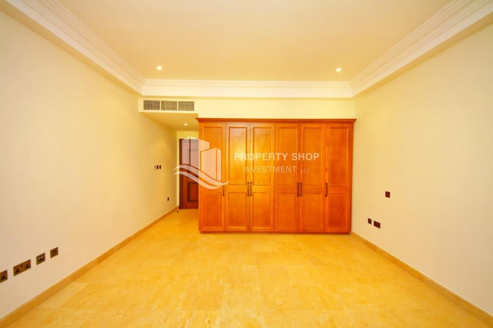 Built in Wardrobe - Independent Villa With Large Terrace Overlooking Community