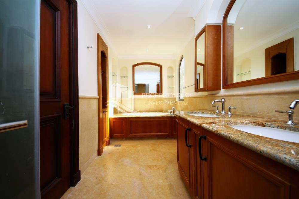 Master Bathroom - Independent Villa With Large Terrace Overlooking Community