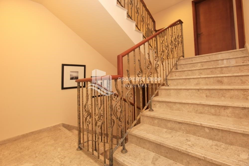 Stairs - Stunning Villa w/ great facilities for sale
