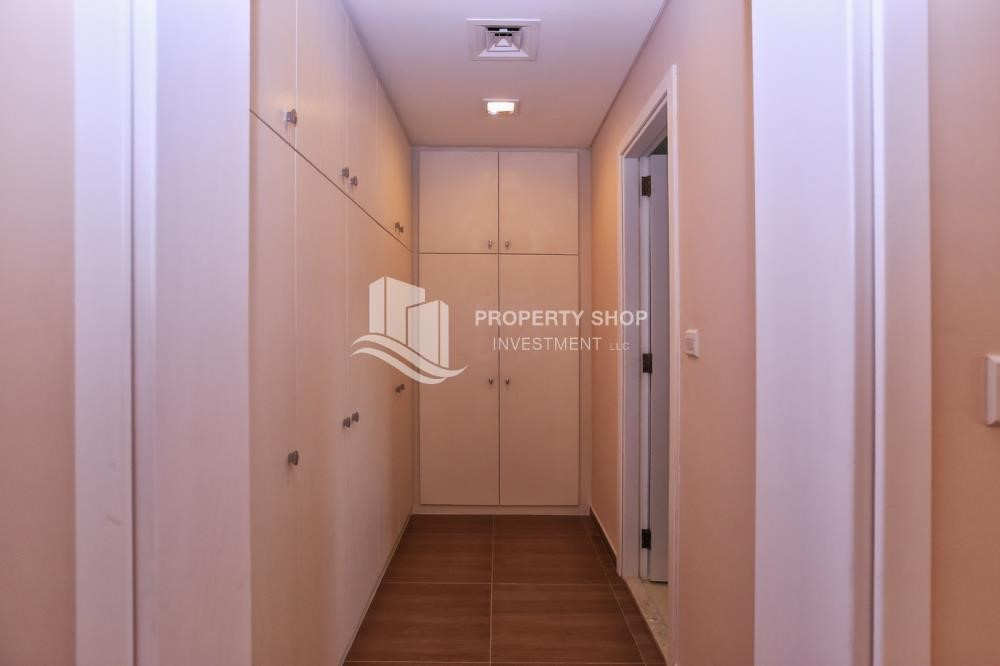 WalkIn Closet - Stunning Villa w/ great facilities for sale