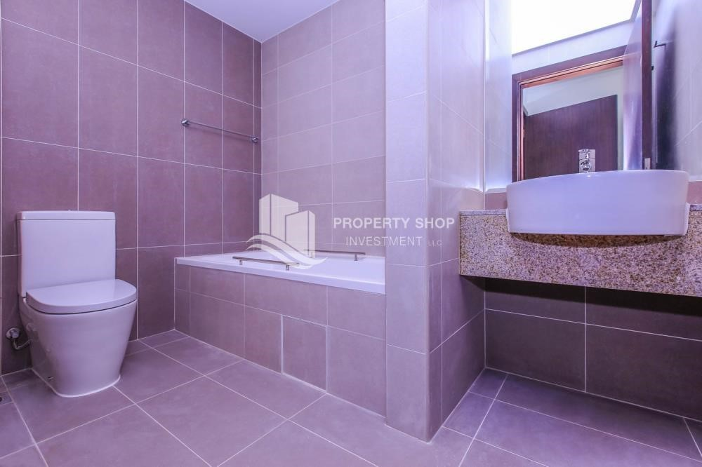 Bathroom - 2 BR Apartment for rent in City of Lights