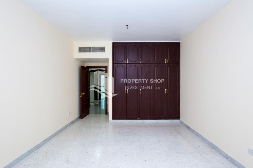 Bedroom - Prestigious 3 Bedroom Apartment in Corniche Area for rent.