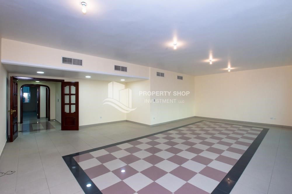 Dining Room - Prestigious 3 Bedroom Apartment in Corniche Area for rent.