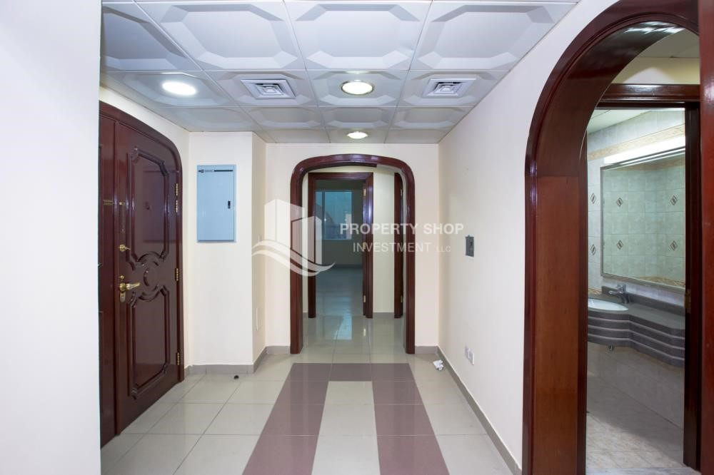 Foyer - Prestigious 3 Bedroom Apartment in Corniche Area for rent.