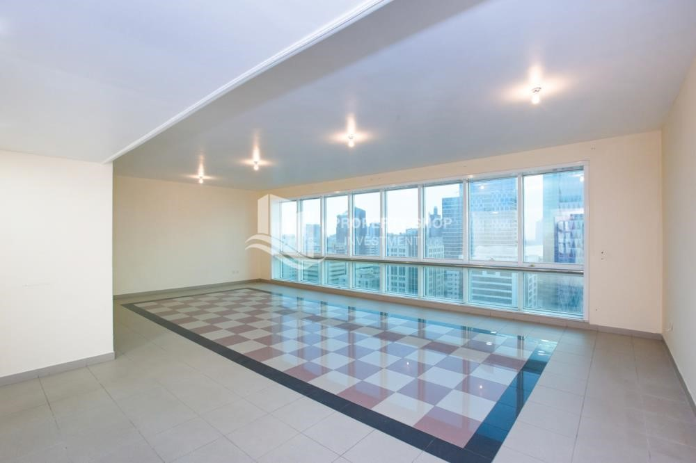 Living Room - Prestigious 3 Bedroom Apartment in Corniche Area for rent.