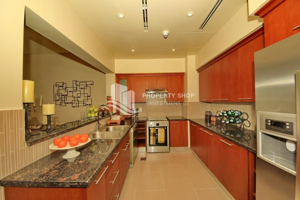 Kitchen - High Floor Overlooking Community. 4 Cheuqes. Book Now