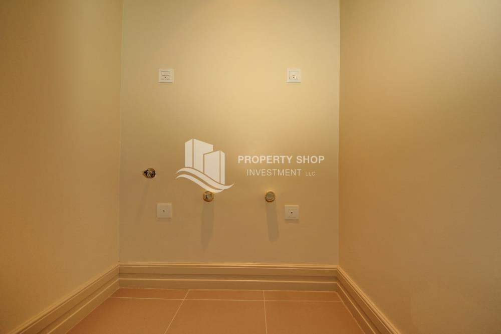 Laundry Room - High Floor Overlooking Community. 4 Cheuqes. Book Now