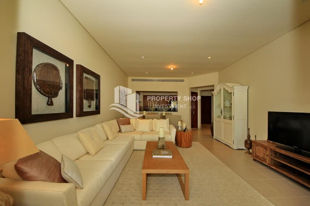 Living Room - High Floor Overlooking Community. 4 Cheuqes. Book Now