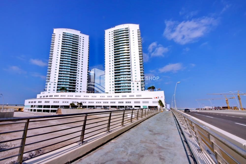 Property - Spacious 3 Bedroom Apartment in Amaya Tower Available now!