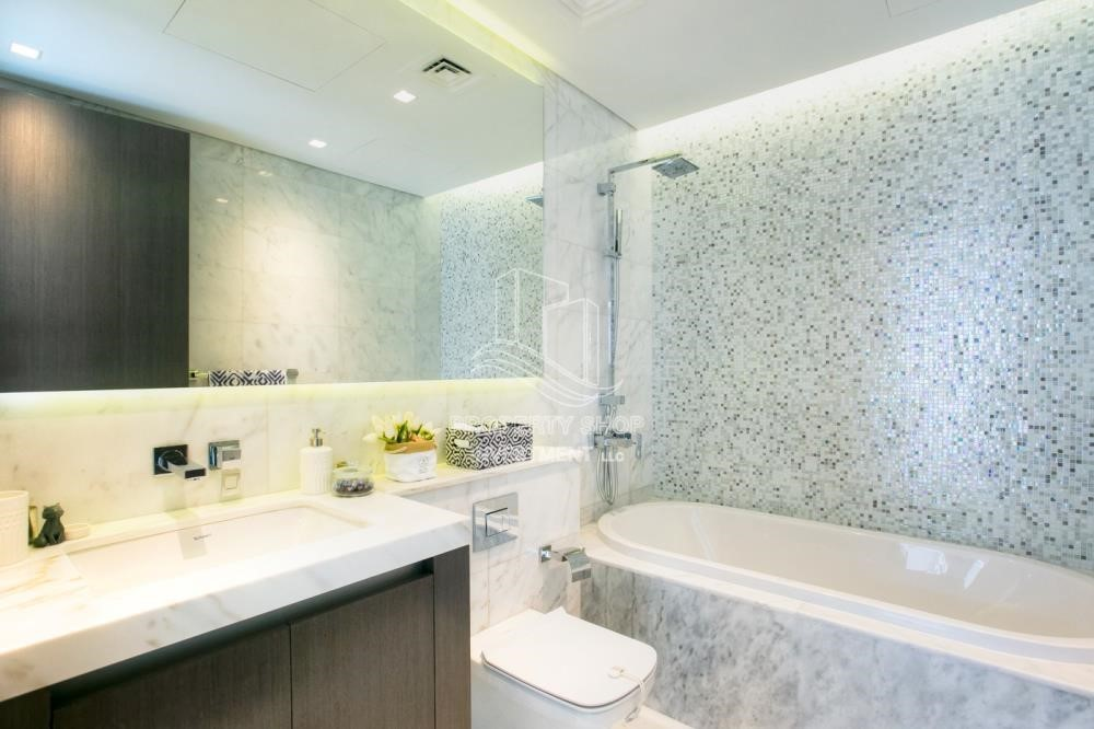 Bathroom - Duplex 4BR+M townhouse in Yas Acres.
