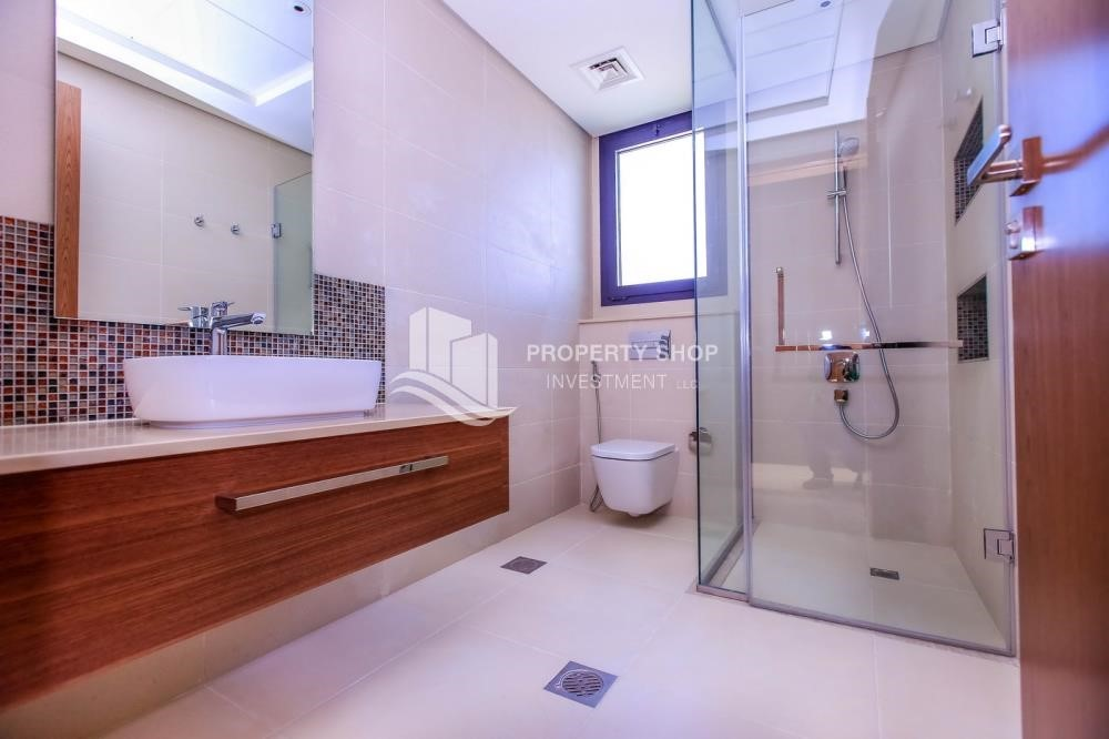 Bathroom - 4BR+M with Driver's room and external landscaped garden.