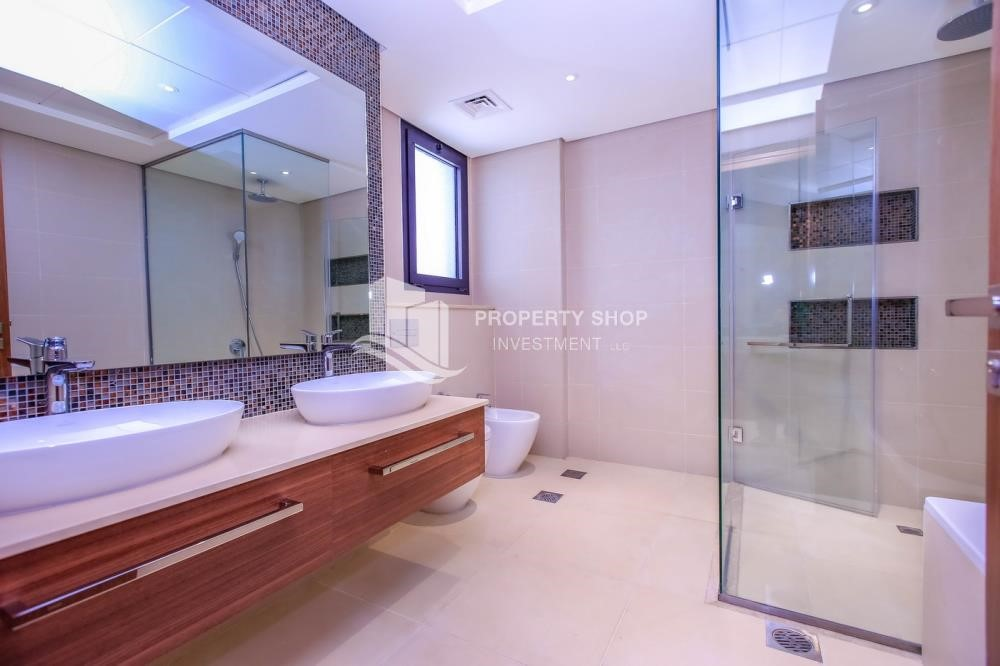 Master Bathroom - 4BR+M with Driver's room and external landscaped garden.