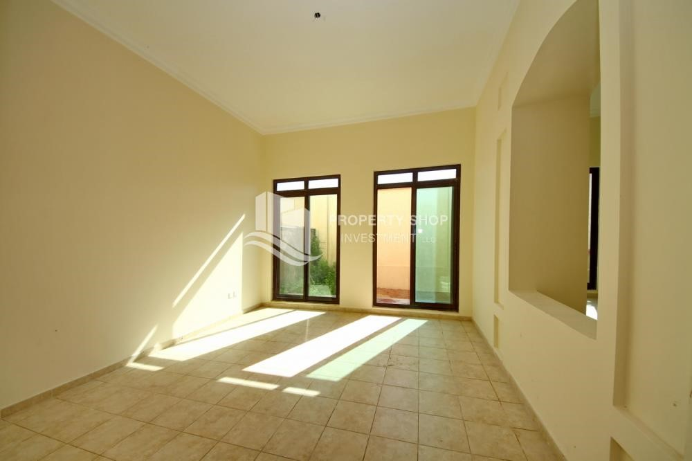 Dining Room - Zero Commission, Ready to Move In !! 4+M Villa with Gym, Pool and Flexible 12 Payment Options