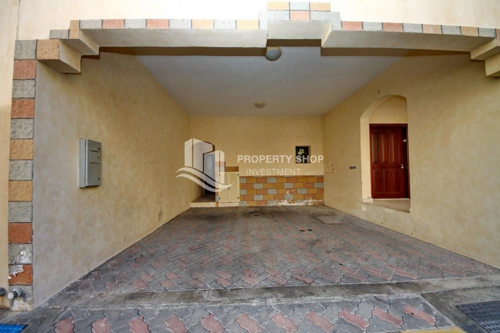 Parking - Zero Commission, Ready to Move In !! 4+M Villa with Gym, Pool and Flexible 12 Payment Options