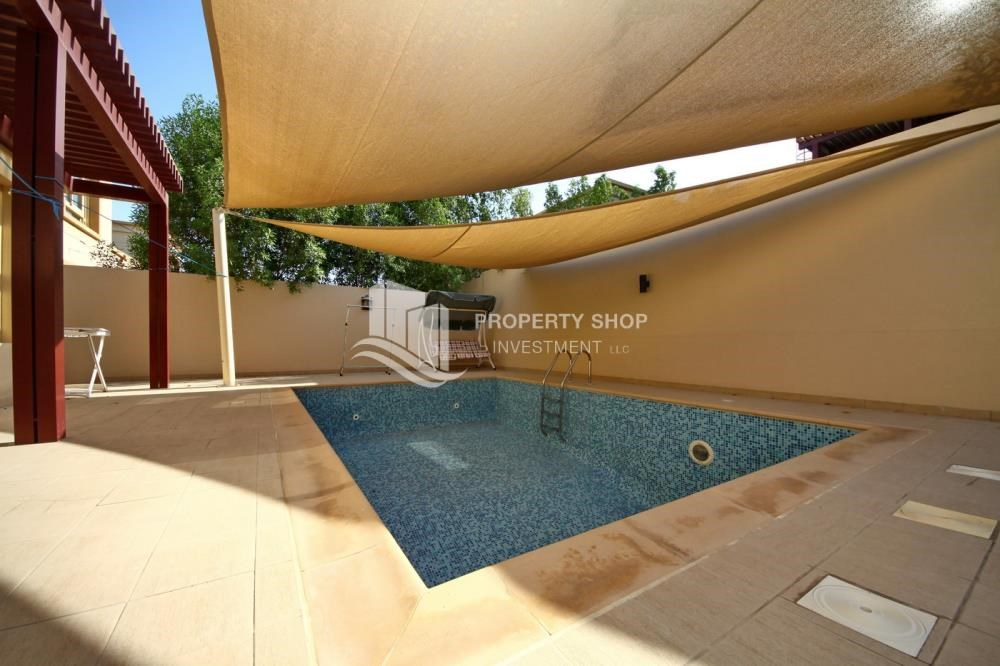 Private pool -  5 BR In Prestigious Community with private pool and extended outside kitchen