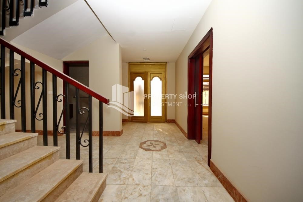 Foyer - Experience the relaxing ambiance of 5BR Villa in Golf Gardens