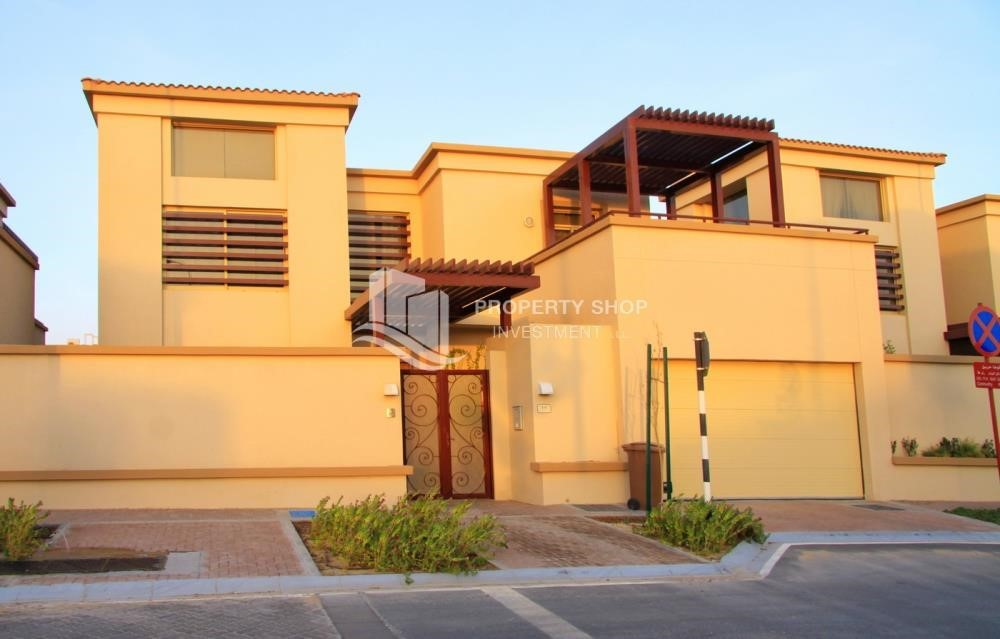Property - Experience the relaxing ambiance of 5BR Villa in Golf Gardens