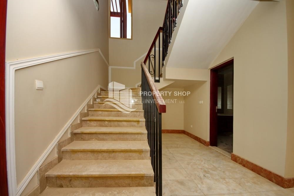 Stairs - Experience the relaxing ambiance of 5BR Villa in Golf Gardens