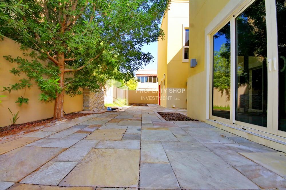 Back Yard - Huge 4br+Maid Townhouse with Rental Refund